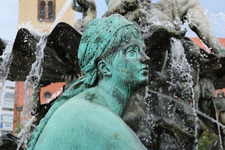 Statur am Neptunbrunnen